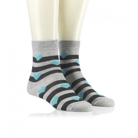 Modne nogavice - turkizni srčeki na sivi črti